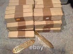 Lot important de 150 plaque de porte en laiton massif homme et femme, 25 kg
