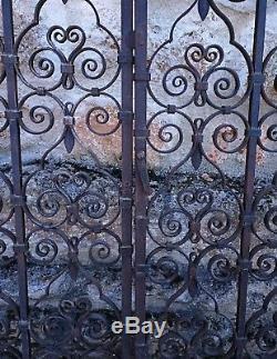 Magnifique double porte en fer forgé avec ses montants