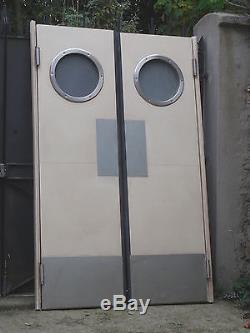 Originale paire de porte battante de type laboratoire à hublots 194 X 123 cm