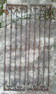 PAIRE DE GRILLES DE PORTE ANCIENNES EN FER FORGE / 44 cm x 97 cm
