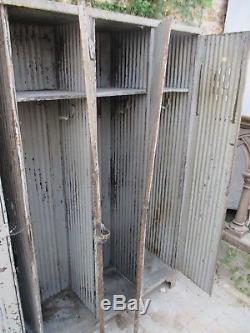 Paire d'armoires strafor. Industrielle modéle 1910 rare dans leur jus