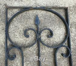 Paire de belles grilles anciennes de protection pour porte d'entree