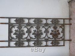 Paire de grilles balconnière décor de fleurs d'époque 19ème