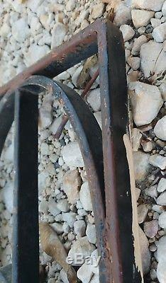 Paire de grilles de porte anciennes en fer forgé