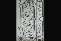 Paire de grilles mobiles en fer forgé / Pair of wrought iron gates Grilles