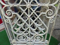 Paire de panneaux ou grilles en fonte de protection de portes ou fenêtres 19ème