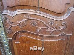 Paire de porte de placard d'armoire ancienne sculptée