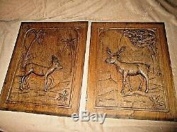 Paire de portes anciennes de meuble en bois sculpté-antilopes -carved wood-