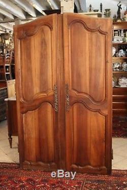 Paire de portes fin 18e en noyer massif style Louis 15 placard door