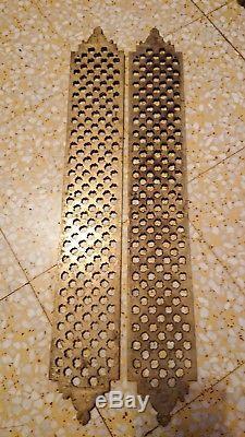 Paire plaque de propreté en bronze haut 50 cm, larg 7,4 cm ornements déco