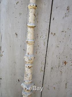 Pilastre avec boule rampe d'escalier fonte décorée ancienne haut 101 cm
