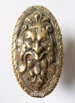 Poignée de porte en bronze début du 19e siècle tête de grotesque