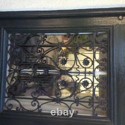 Porte ancienne en chene peinte en vert grille metal decorative fenetre ouvrant