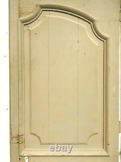 Porte chêne massif et son dormant encadrement finement sculptée. XVIII siècle