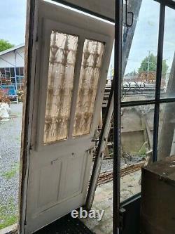 Porte d'entrée ancienne avec son bâti
