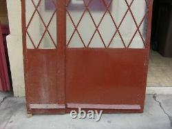 Porte d'entrée en fer forgé à double battants vers 1940