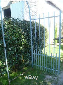 Porte de jardin ancienne en fer vendue avec chambranle et clé