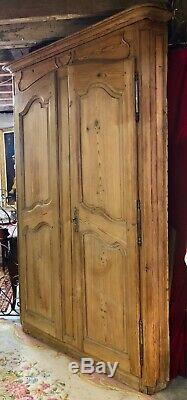 Portes d'armoire / encoignure en pichepin XVIIIeme avec son bâti