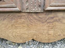 Portes façade en chêne sculpté a médaillon de placard ancien. 19éme