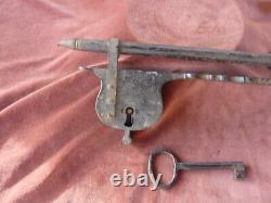 Rare cadenas à moraillon, L 40cm, P 3kg, fonctionne avec sa clef, 19ème