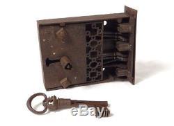 Serrure ancienne fer forgé clé triangle coffre porte propriété XVIè XVIIème