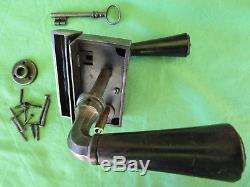Serrure gâche 1 clef 2 poignées bois ancienne porte Pousse droite