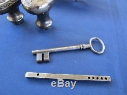 Serrure gâche clef 2 poignées carré de 6 ancienne porte pousse droite Fer fonte