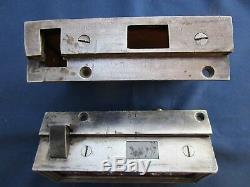 Serrure gâche pour poignées carré de 7 ancienne Porte tire droite métal décoré