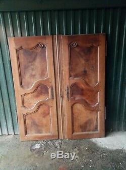 Sublime paires de portes en merisier sovage Corse 18em