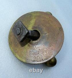 Superbe main en bronze formant poignée de porte 18ème