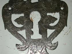 Superbe plaque de serrure maître serviteur haute époque délicatement gravée