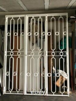 Superbes grilles de protection pour portes-fenêtres en fer forgé