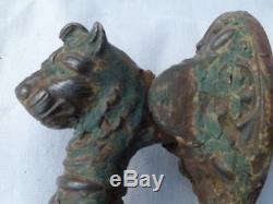 Trés ancien heurtoir de porte, fonte 18 / 19ème, chien et chat, Art Populaire