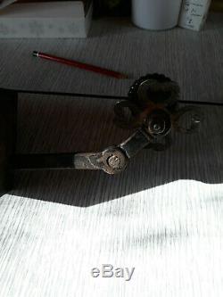 Très belle serrure de porte 18ème/19 ème en fer avec sa clef