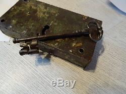 Très belle serrure de porte 18ème en fer avec sa clef d'origine