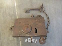 Très belle serrure de porte à système avec très belle clé travail de compagnon