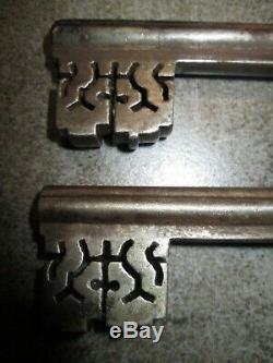 Tres rare serrure de château 17 18 ème clé a trèfle fonctionnelle introuvable