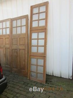 Triptyque de grandes portes anciennes avec leur imposte